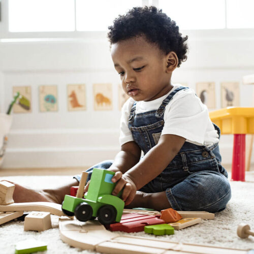 kid-playing-with-train