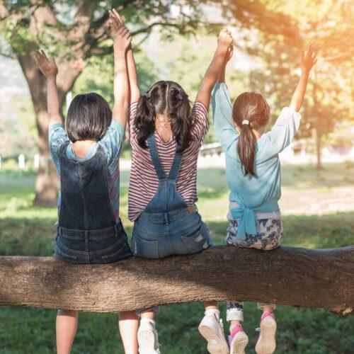kids-on-tree