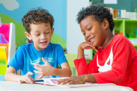2-kids-reading